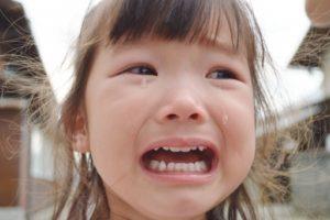 泣いてる子供